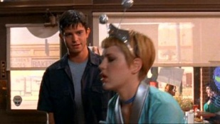 Roswell 01x03 : Monsters- Seriesaddict
